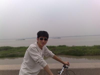 在宁波和好友罗敏敏,邓艳丽一起在镇海边玩…
