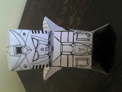 今天折了个纸娃娃,本来想画上你,结果画了…
