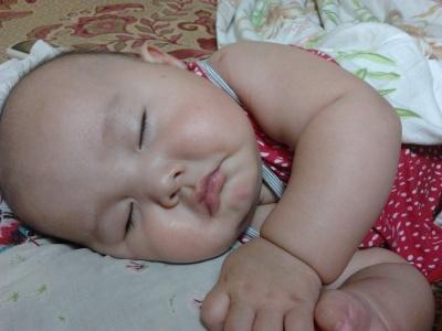 小宝宝要睡觉,眼睛闭闭好。