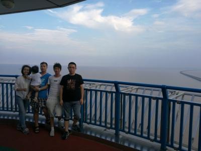 和菲菲,周周在世界上最长的杭州弯跨海大桥…