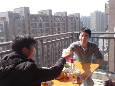 快过年了,其它兄弟都回老家了,杭州就我和…