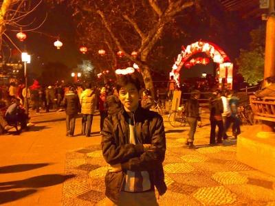 这是08年元宵节时和菲菲他们一起去杭州拱…