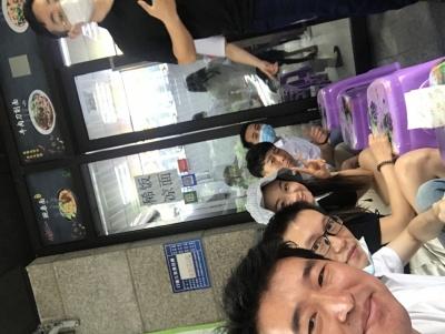 和公司同事在重庆出差,吃重庆小米,这个面…