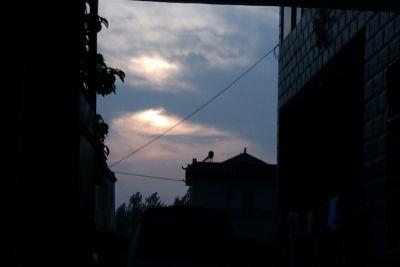 下午坐在门前欣赏夕阳西下   也是一种美…