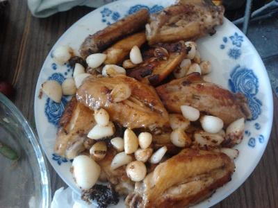 今天中午吃的蒜香鸡翅,婆婆的手艺真不错