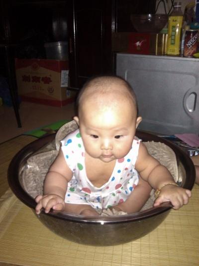 宝宝可以坐坐了。