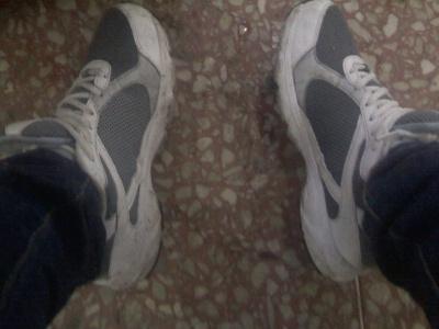 回家的路途中下了好大的雨…鞋子好脏!,
