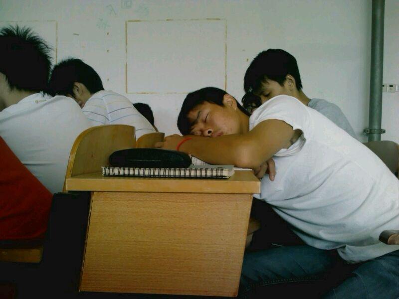 中学生上课睡觉,上课睡觉图片,中学生上课睡觉图片,学生上课