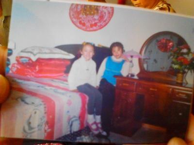发现了自己小时候的照片就拍下来了。
