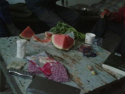 下班了,吃个西瓜!
